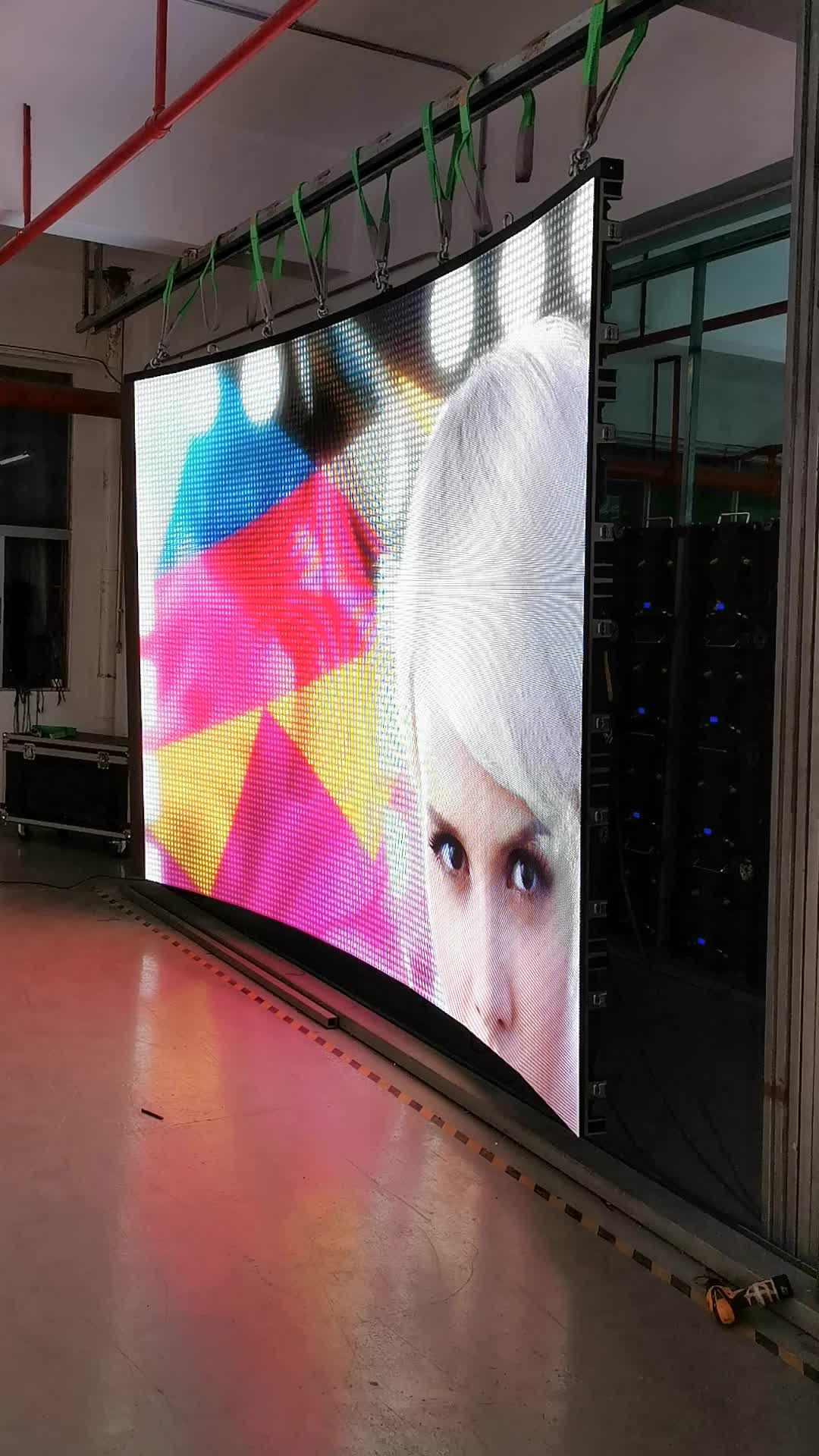 p2.6 pixel pure back smd led full color indoor 4K curved monitor