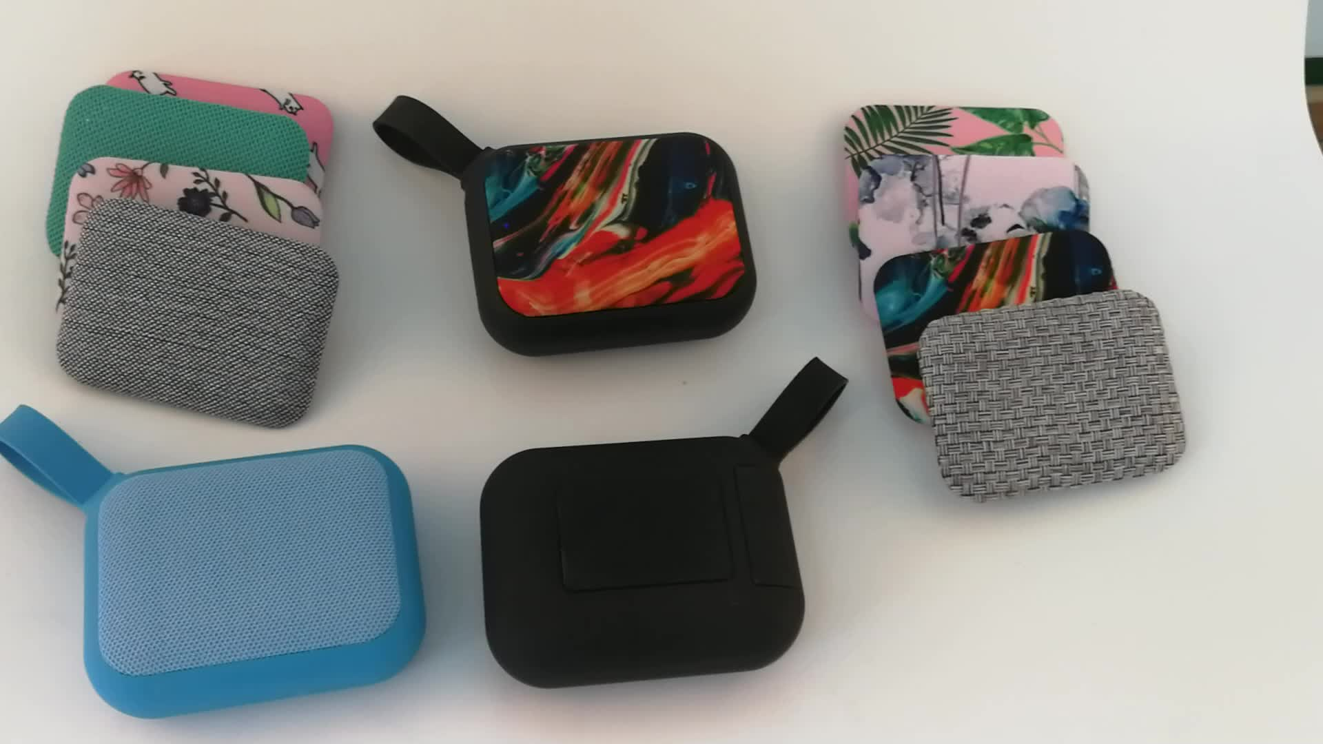 2017 di vendita caldo mini portatile stereo senza fili ricaricabile tessuto alarm clock speaker radio fm