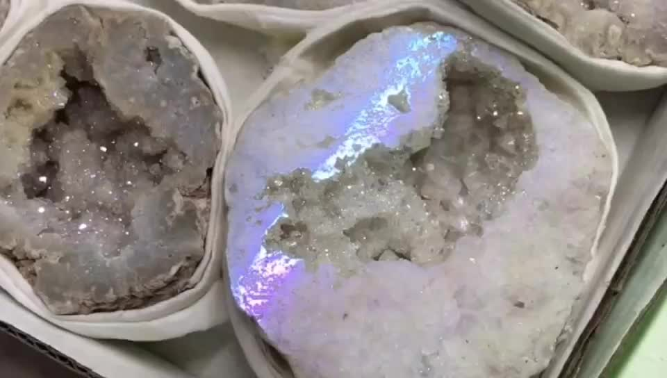 Lovely Angel Aura Quartz Agate Geode Druzy Quartz Crystal Cave in Hot Sale