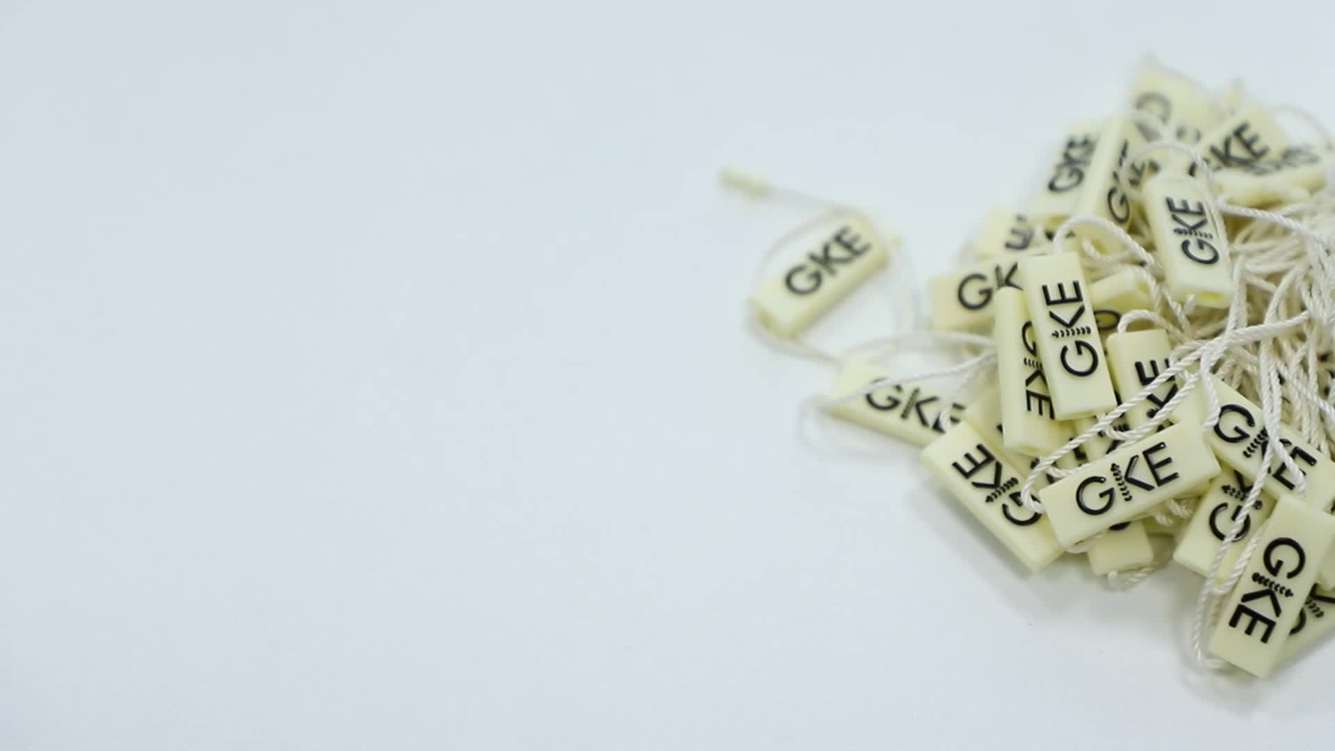 Chuỗi Hangtag Nhà Sản Xuất Giá Rẻ Thiết Kế Tuỳ Chỉnh Tên Thương Hiệu Logo May Kim Loại Treo Chuỗi Tag