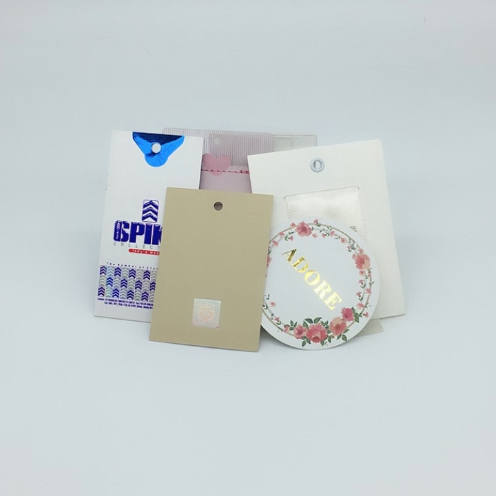 Wholesale Custom Printed China Clothing Garment Paper Hang Tag with Plastic String Seal Tag