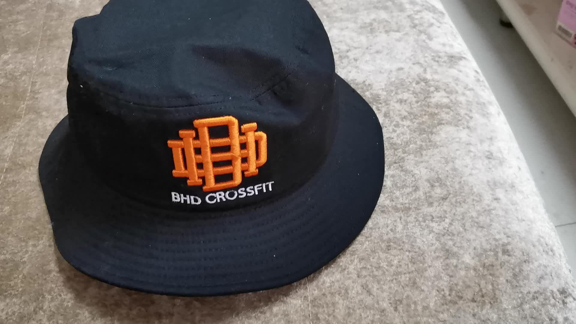 Custom geborduurde zon emmer hoed