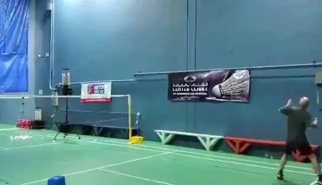 Factory Price  Intelligent badminton shuttlecock machine for training