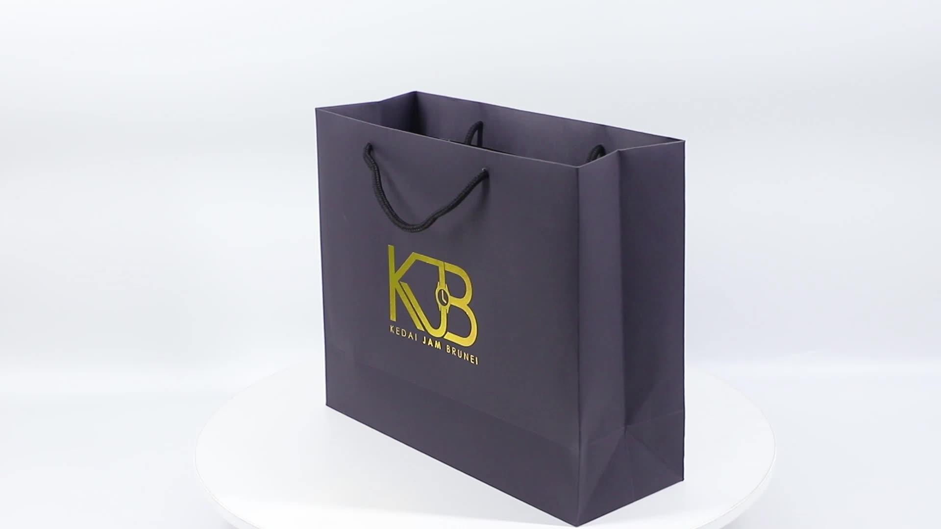 Yeni Altın Logo Sıcak Folyo Damgalama Siyah Mat Kraft Kağıt Torba Pamuk Halat Kolları Ile