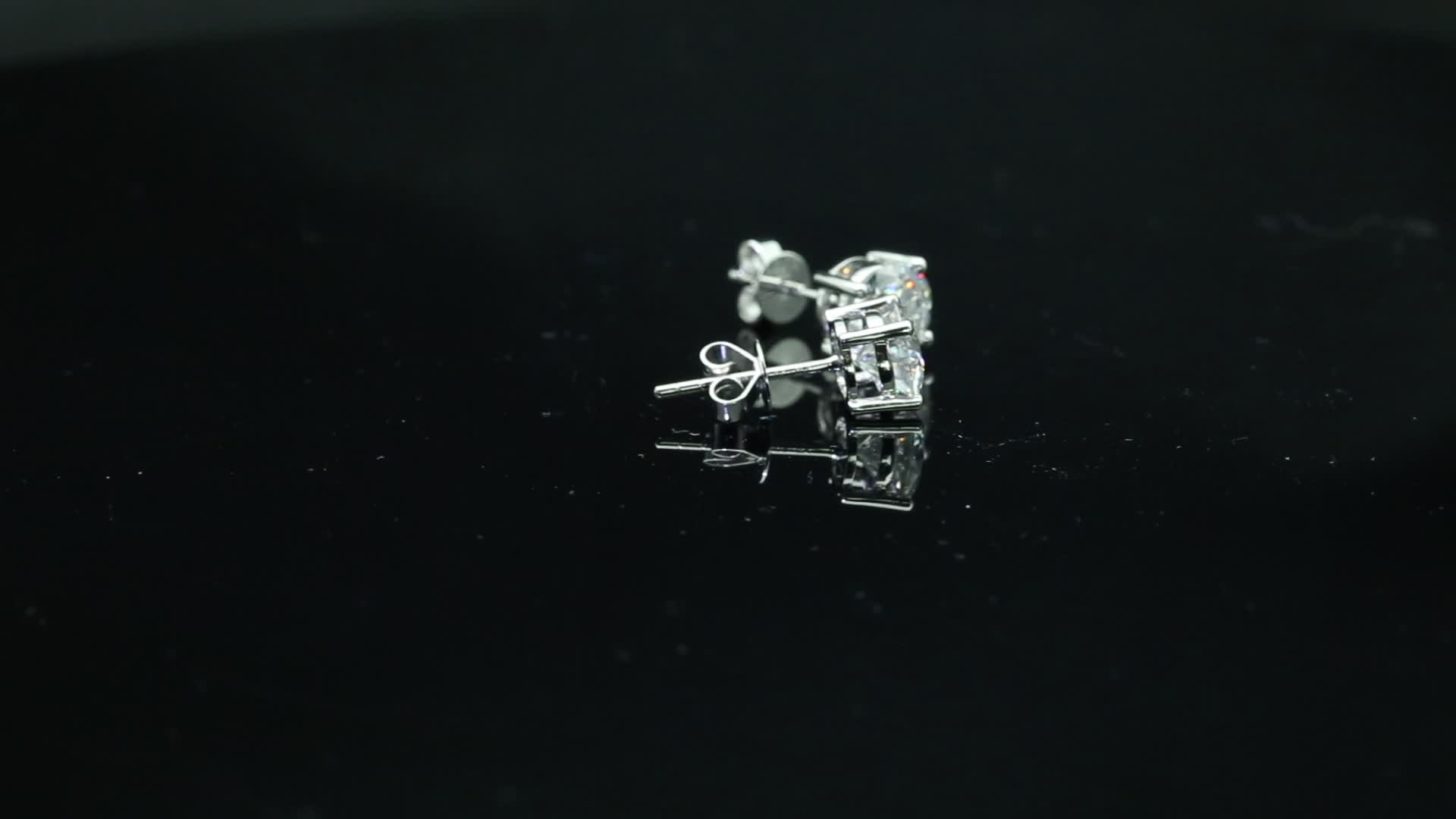 Fashion 4 Claws 1ct 14 Carat Solid Gold Stud Moissanite Earrings