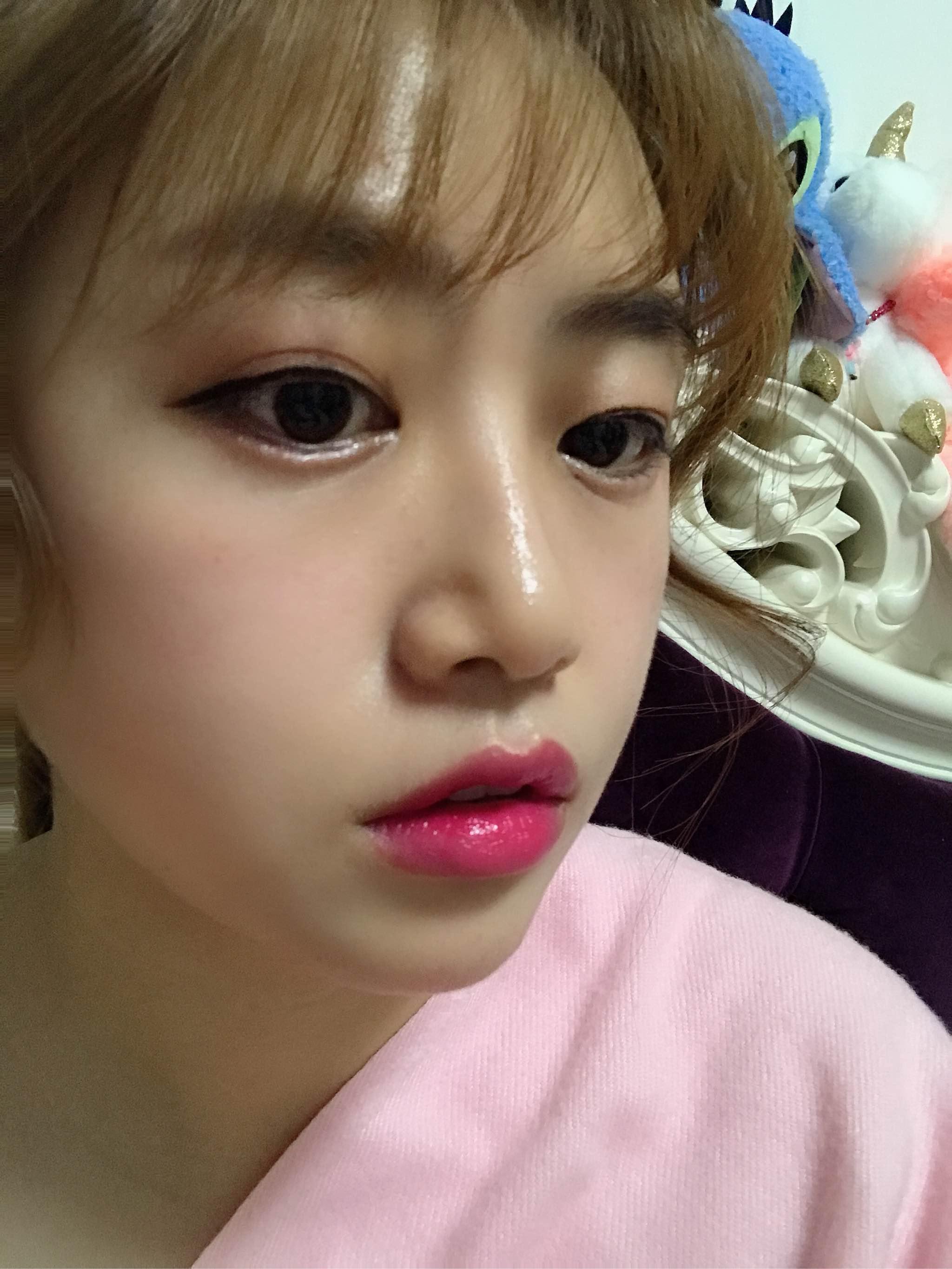 唇色深的人适合什么颜色的口红,溢萱品牌放肆·蜜恋粉口红试色