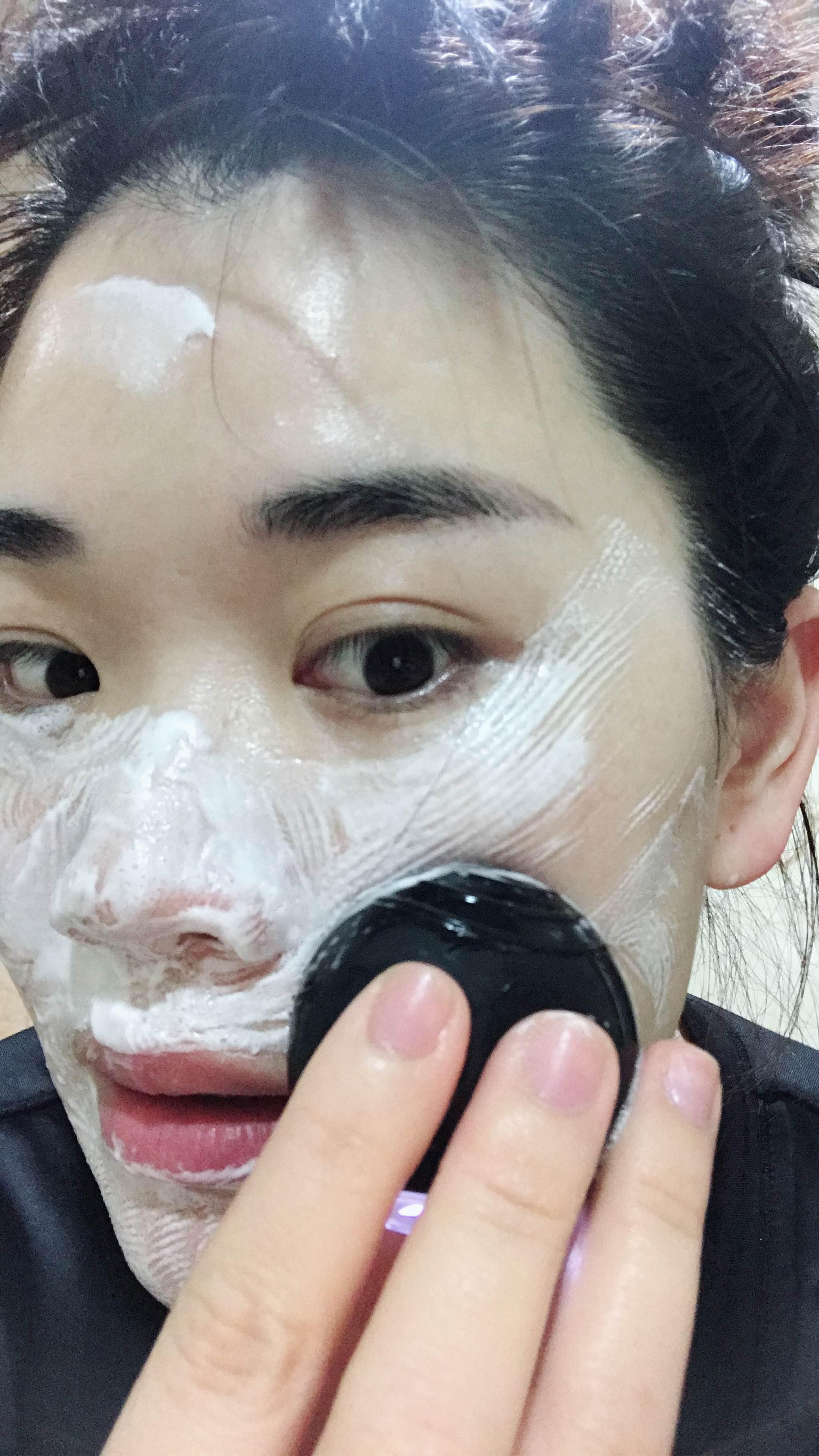 露娜go妙趣版洁面仪用后皮肤光滑,闭口和黑头减少