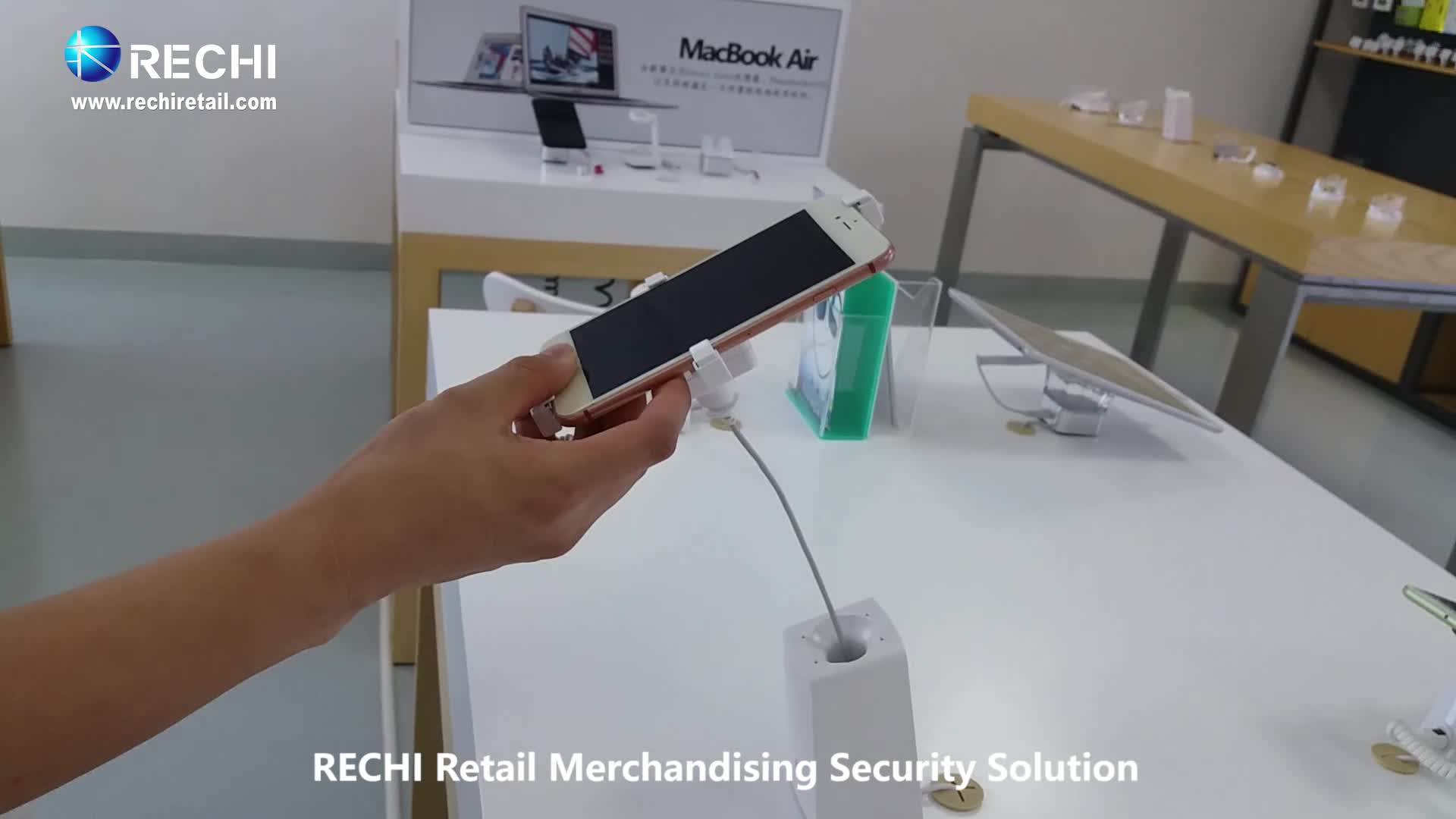 RECHI Retail Merchandising Display Security/Anti-theft Display Device With Internal Recoiling Cable for Mobile Phone