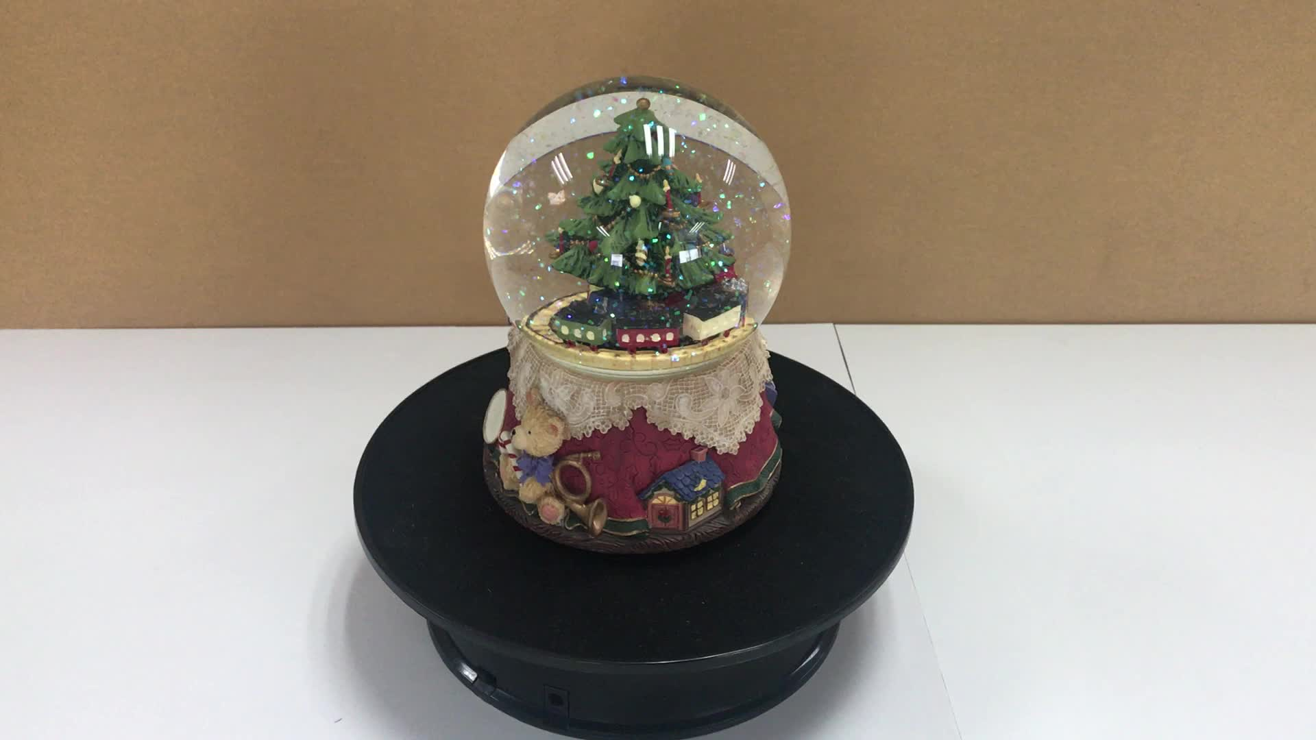 Hot sale Christmas resin snow globes for Home Decoration