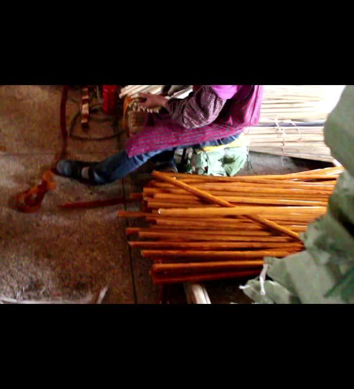 चीनी कारखाने सबसे अच्छी कीमत लकड़ी अनाज पीवीसी लेपित लकड़ी झाड़ू संभाल उच्च गुणवत्ता