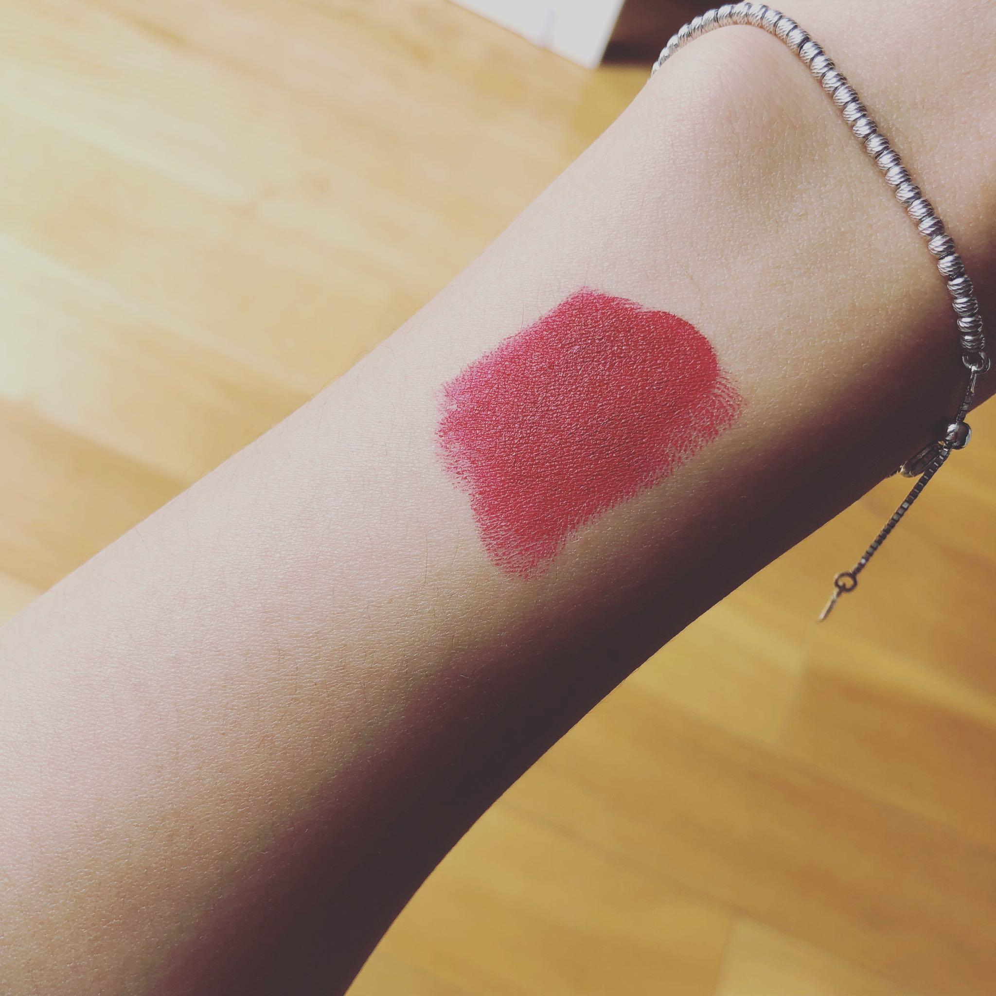 口红排行榜前十名—MAC Russian Red试色,雾面显白的大红色