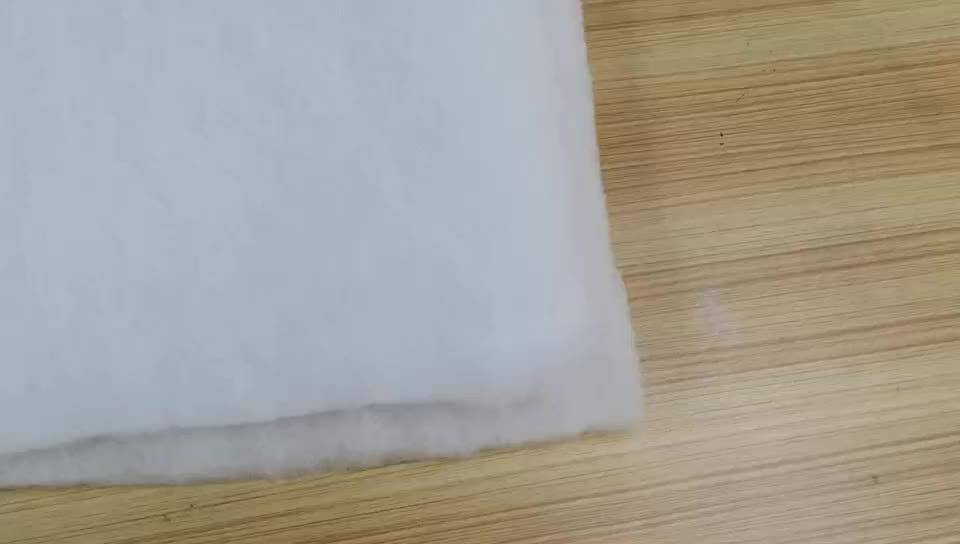 Thermal nonwoven polyester / cotton microfiber quilt filling material