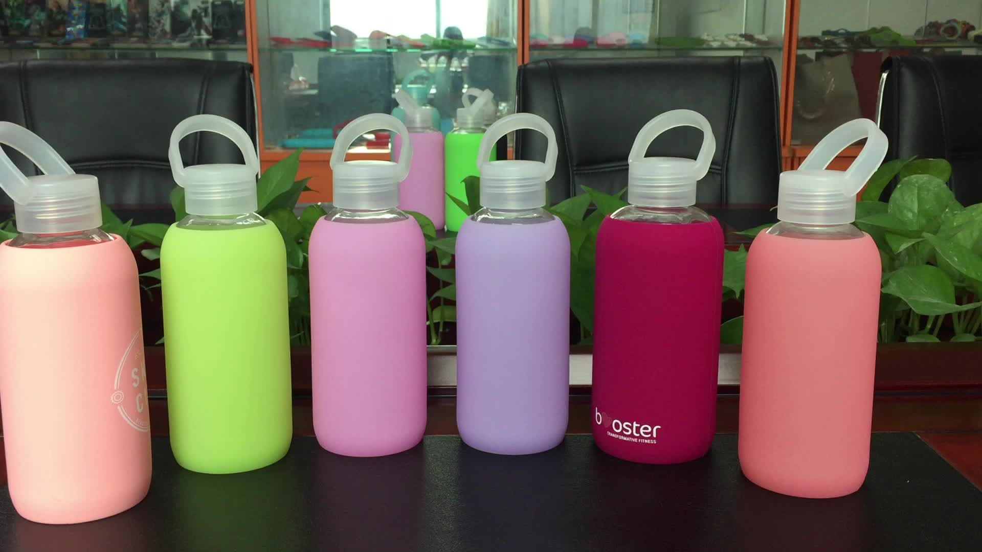 Wholesale price HB glass water drinking bottle with colorful silicone cooler sleeve made in China