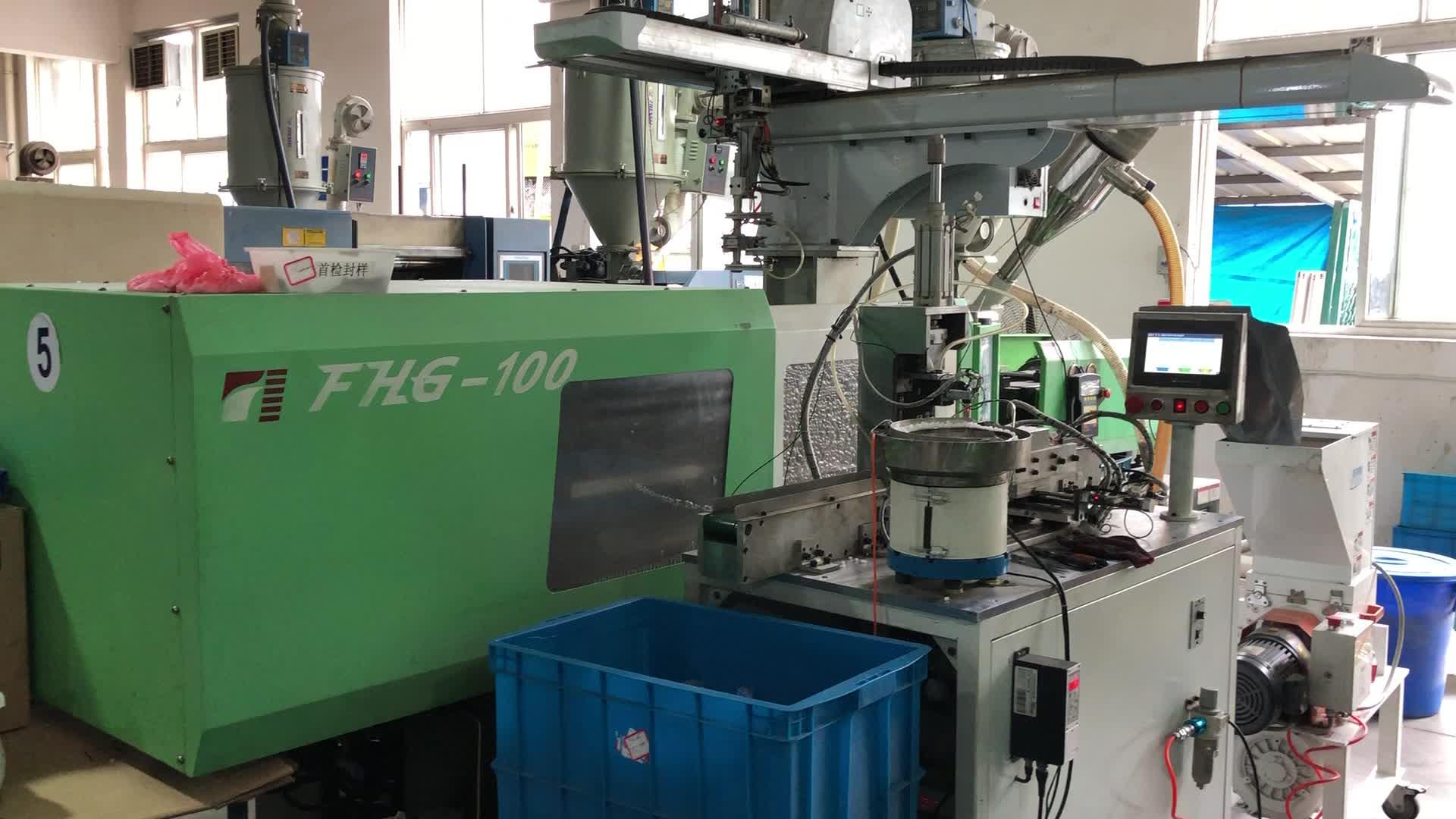Ningbo Fuhong 138ton plastik süpürge kolu giysi düğmesi enjeksiyon kalıplama makinesi üreticisi