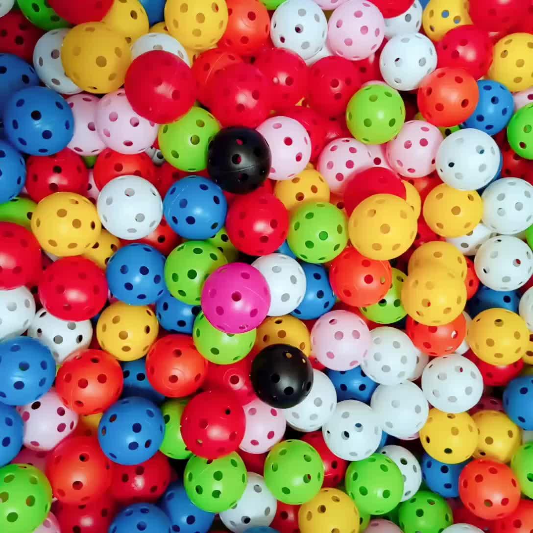 厂家跨境供应全新高尔夫球洞洞球室内练习球有孔球玩具球直径41mm