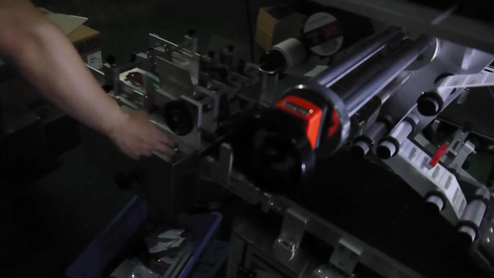 Gosunm Автоматическая онлайн Печать и применение системы маркировки машина с немецким Avery принтер 11500
