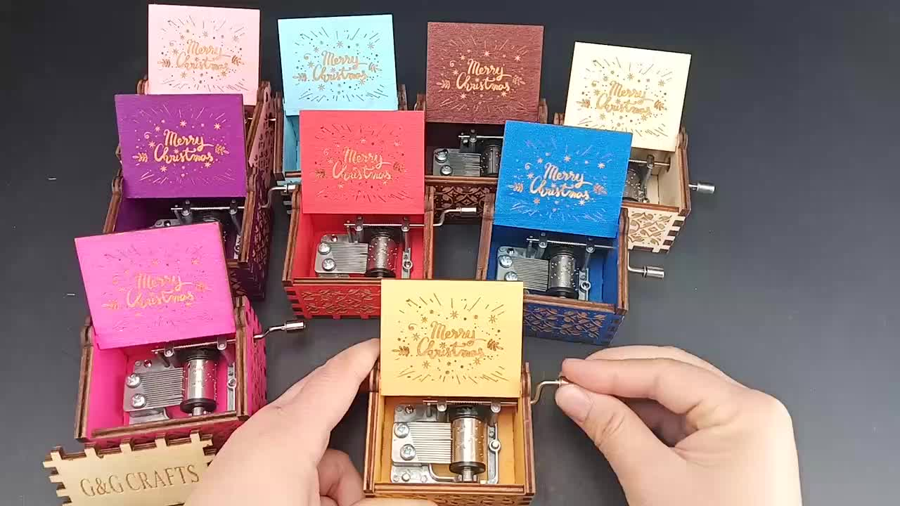 Wholesale Lovely Hand Crank Father Christmas Music Box
