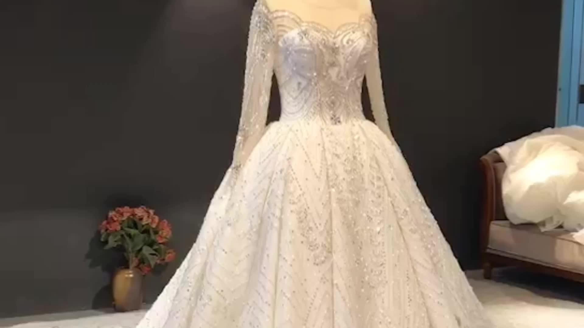 Di lusso In Rilievo di Cristallo Vestito Da Cerimonia Nuziale Arabo Abito Da Sposa Delle Donne 2019 di Alta Qualità di Abiti Da Sposa con Maniche Lunghe Overskirt