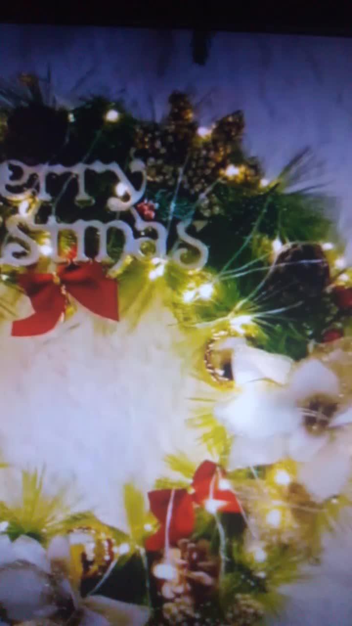 Pre-Lit Cordless Corona di Natale, con 50 Caldo HA CONDOTTO Le Luci/Argento Setole/Pino Coni/Bacche di Natale Decorazione per Interni ed Esterni
