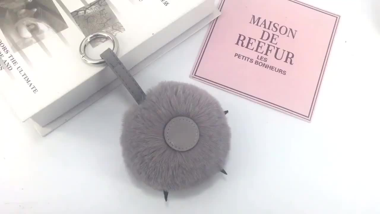 New design cute PU bear paw keychain custom rabbit fur pom pom keychain for bag