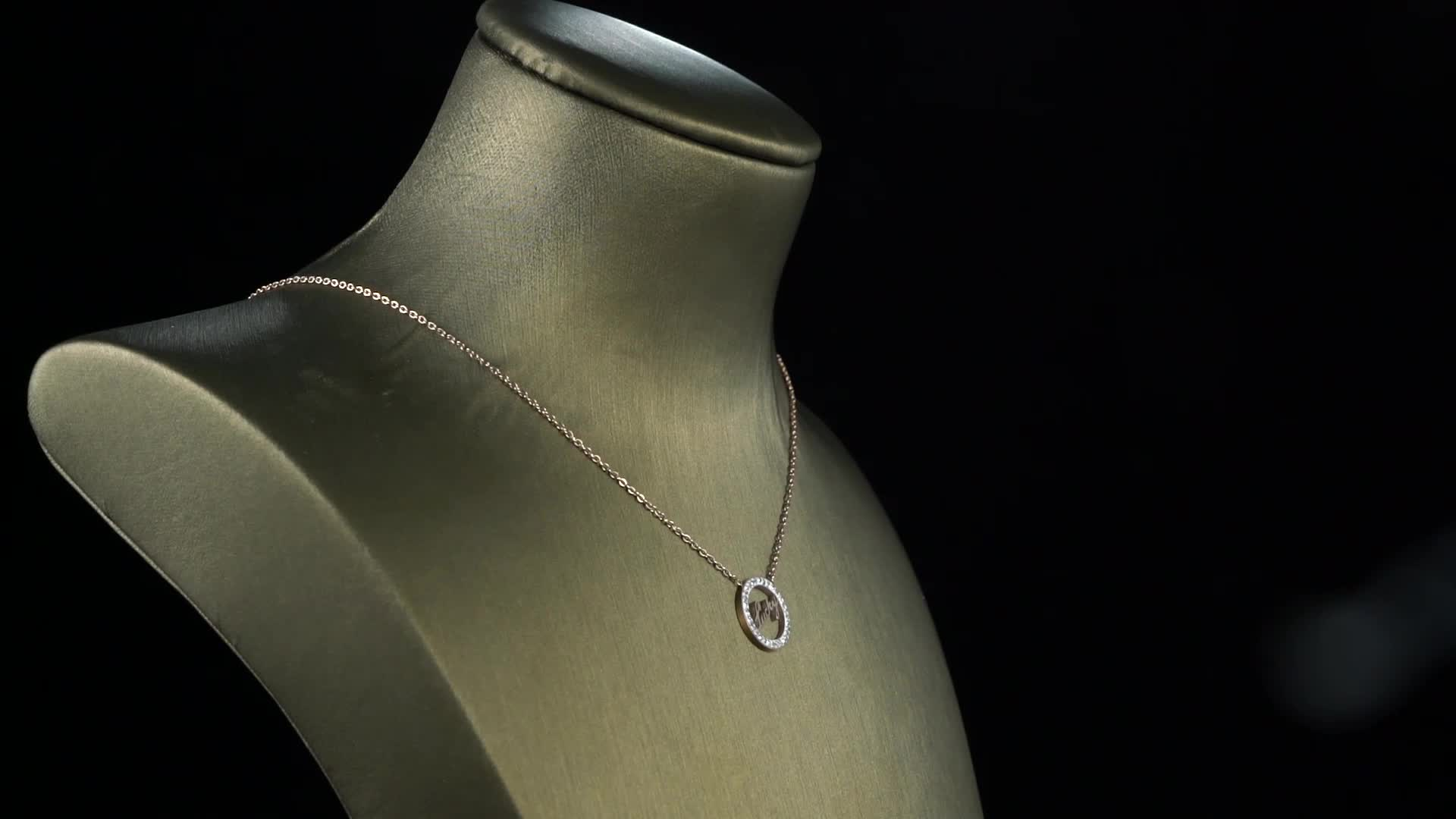 Elegante sorte forma de pingente de colar de moda jóias em aço inoxidável banhado a ouro pingente para as mulheres
