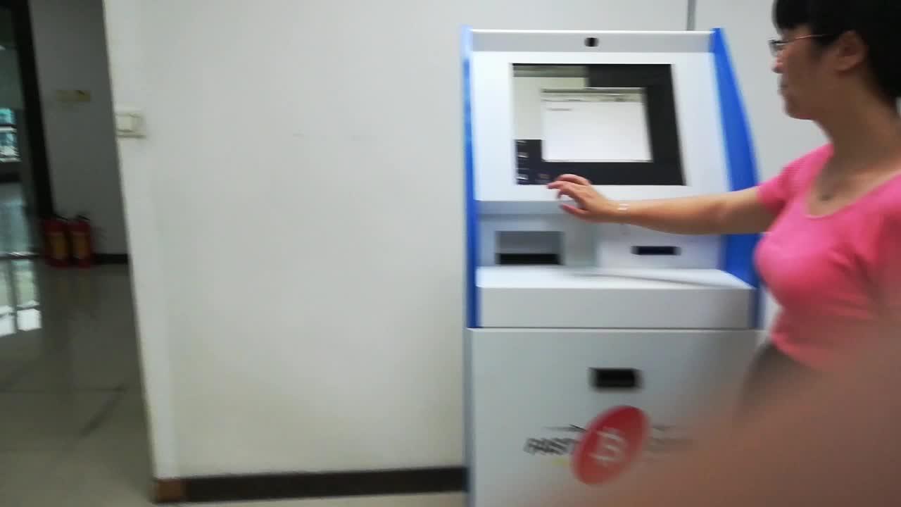 Chine fabricant gratuitement debout Auto-Service automatisés terminal de paiement de kiosque d'écran tactile de machine