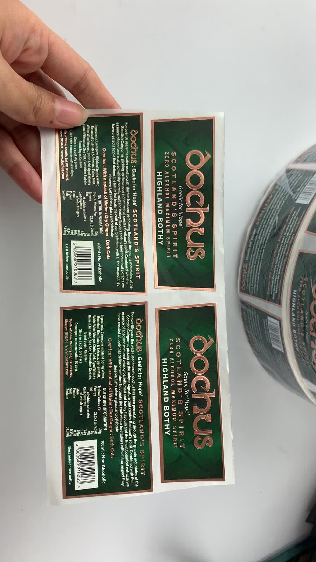 Beste prijs custom adhesive label roll sticker afdrukken, waterdichte logo sticker roll voor gebotteld drank