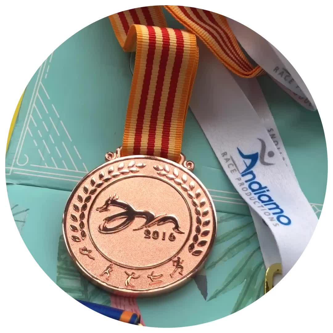 Barato al por mayor de diseño personalizado de su propio Metal medalla para correr