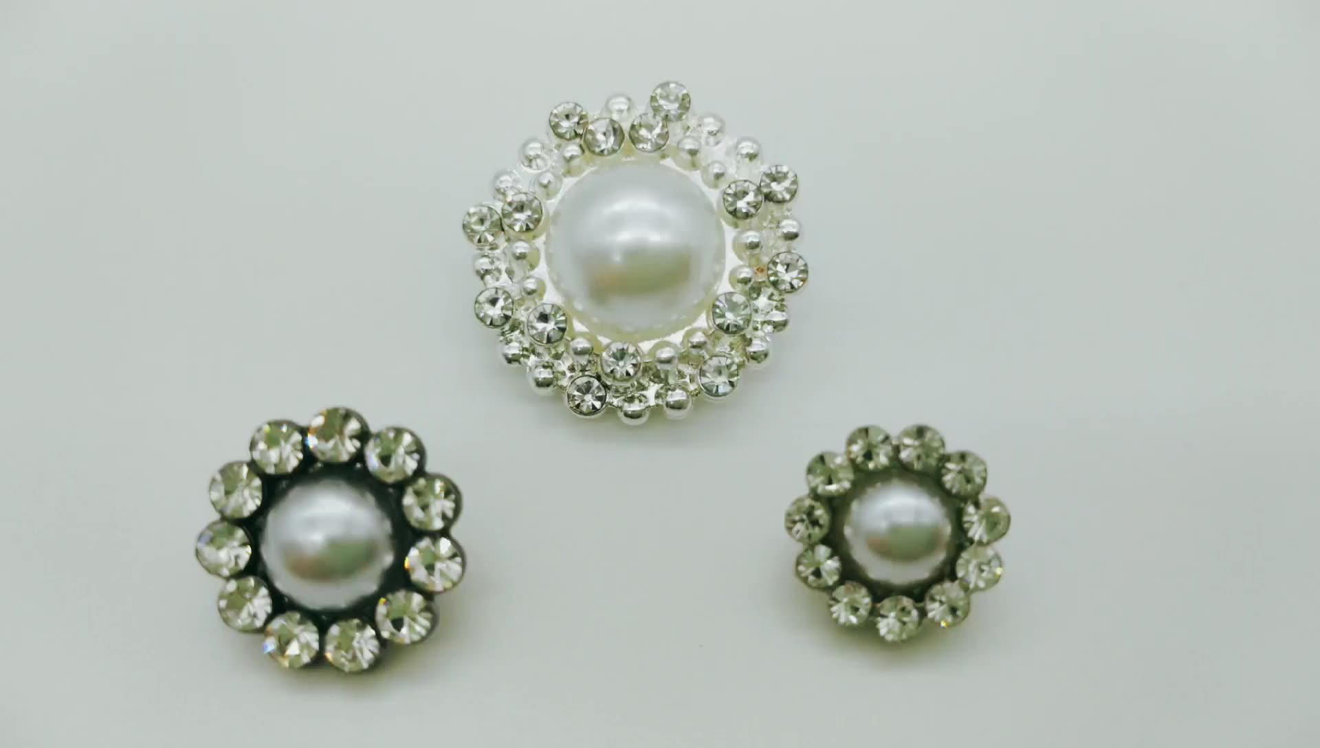 Wholesale high quality flower fashion silver clothing buttons custom pearl rhinestone alloy button for jeans