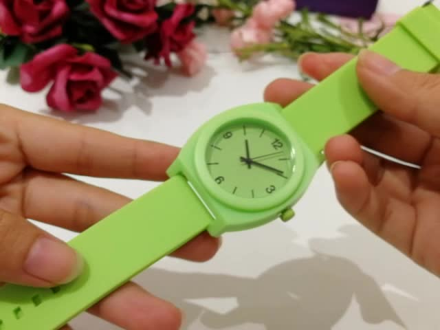Wholesale customization high quality cheap best women quartz plastic watch