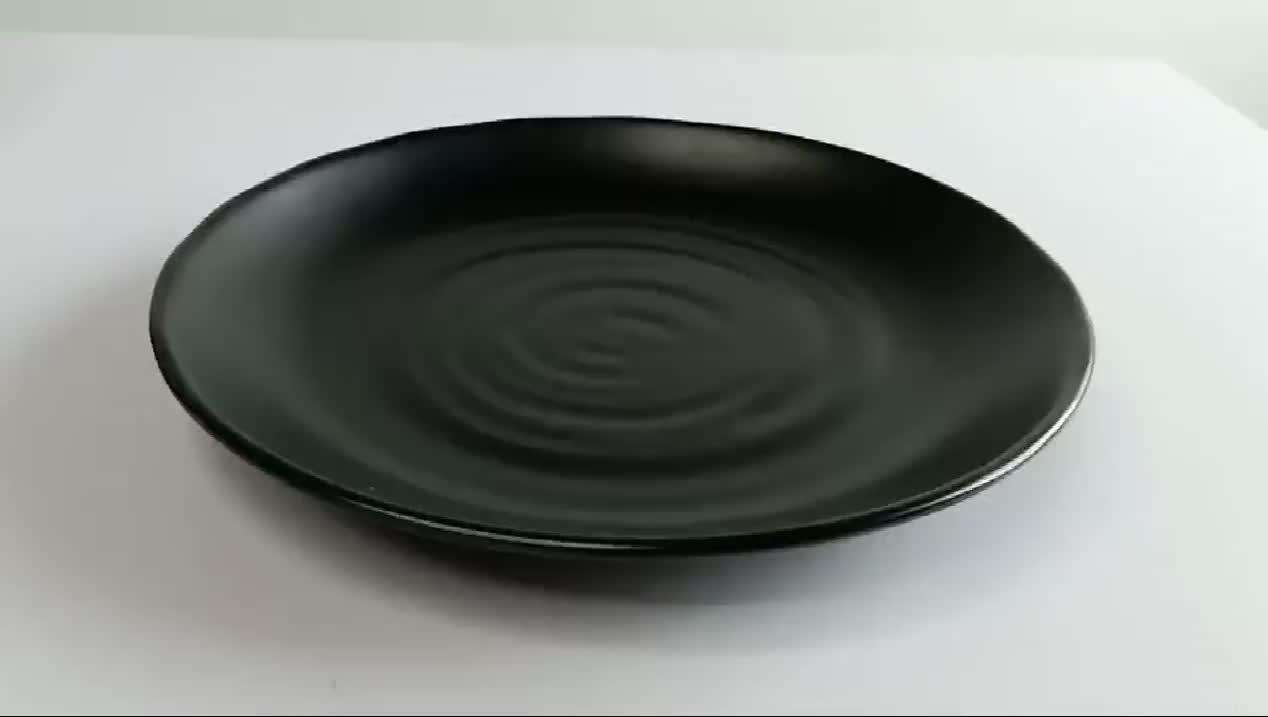 W7011 11 インチ卸売黒レストラン再利用可能なラウンド黒カスタム印刷ディナープラスチック 100% メラミンプレート食器セット