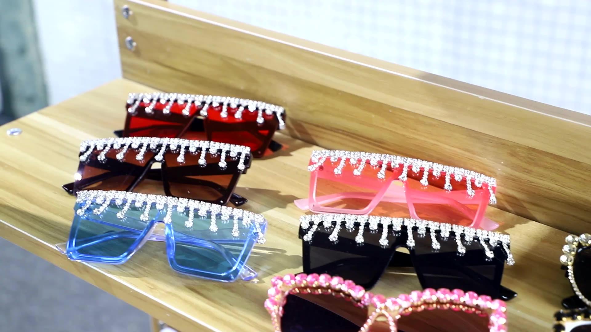 Yiding CE Merek Designer Terlalu Besar Rhinestone Kacamata Wanita Besar Lebar Kuil Bling Batu 2019 Fashion Nuansa Uv400 Kacamata