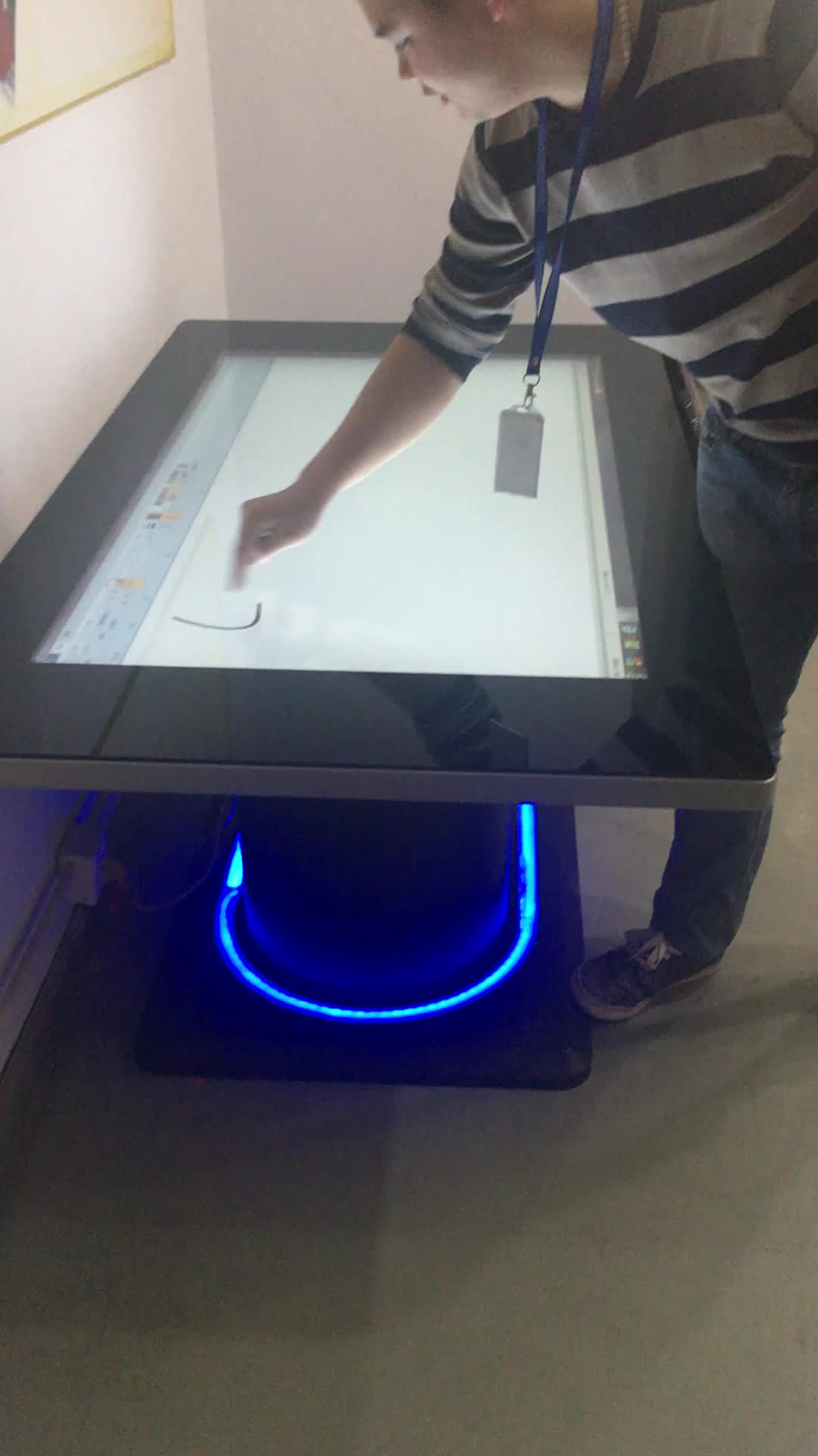 55 42 inch floor standing android outdoor touch screen kiosk for bar table,game table