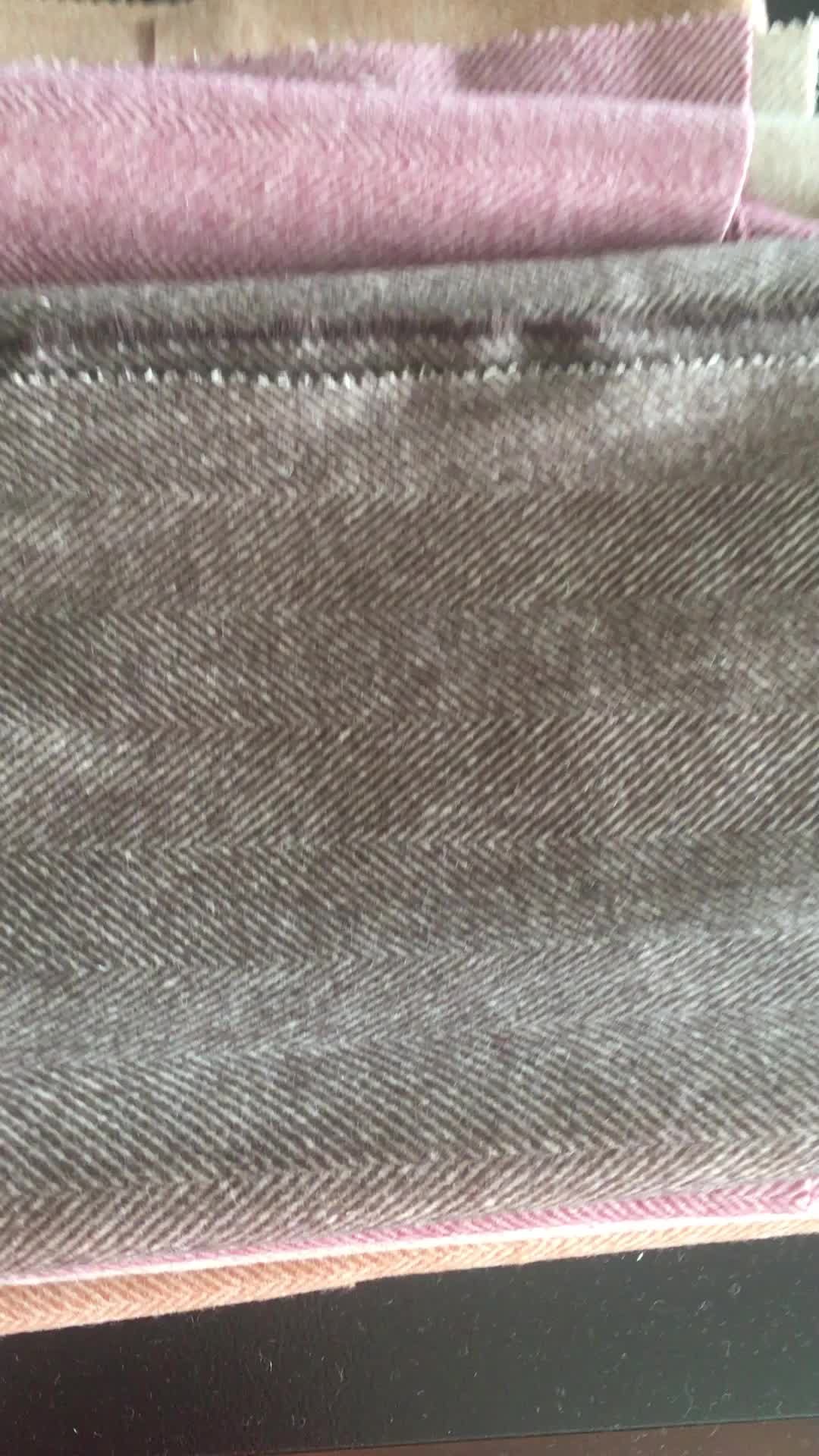 6 centimetri a spina di pesce ciliegia cioccolato 5 filato di colore in magazzino vendita calda 80% Lana 20% Nylon Tessuto di Lana Dei Pesi Massimi
