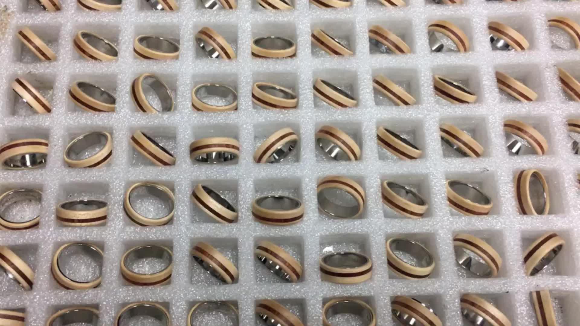 पुरुषों की डोम असली लकड़ी जड़ना आराम फिट टाइटेनियम अंगूठी