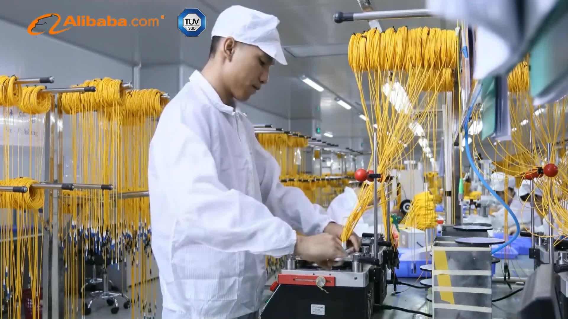 Patchkabel für Telekommunikation Om4 Lc Duplex zu Lc Duplex 1,2 mm Glasfaserkabel