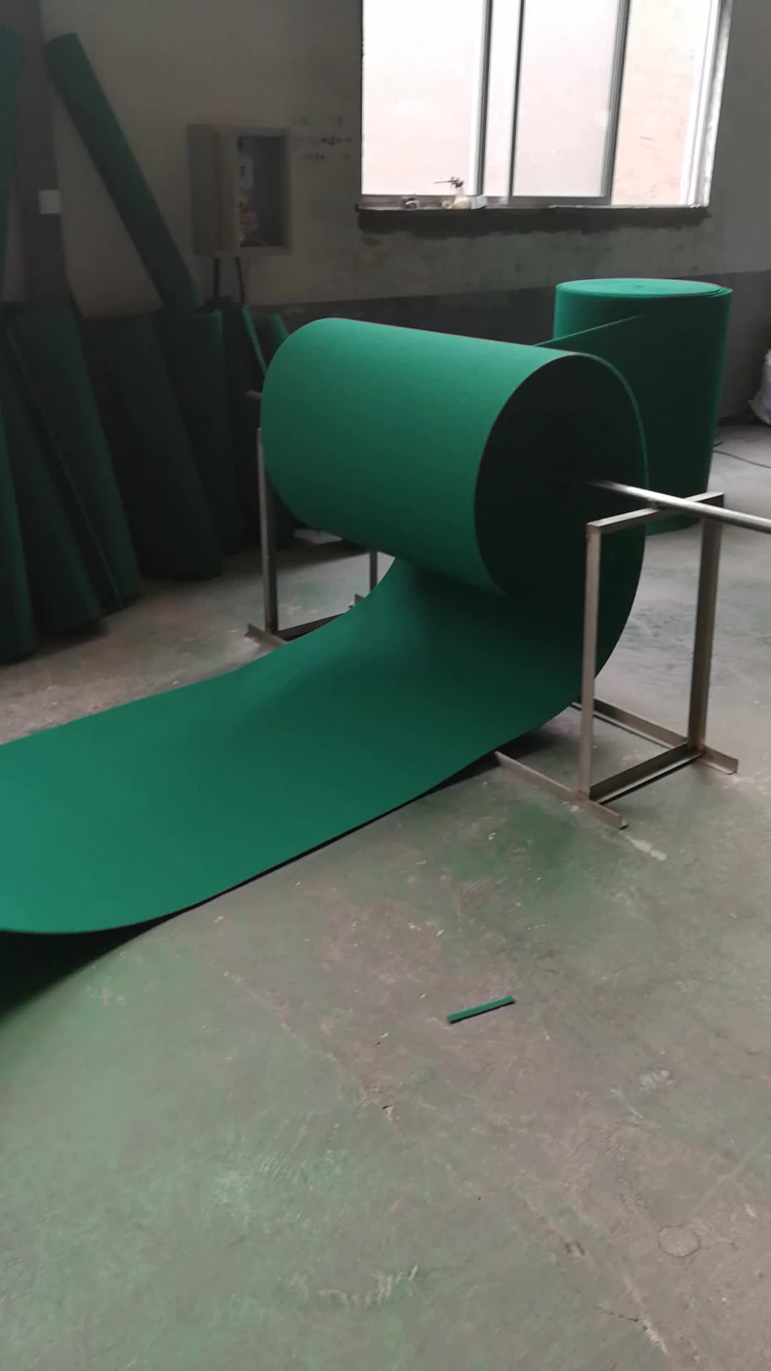 factory supplies a large number of sponge scourer cloth in rolls