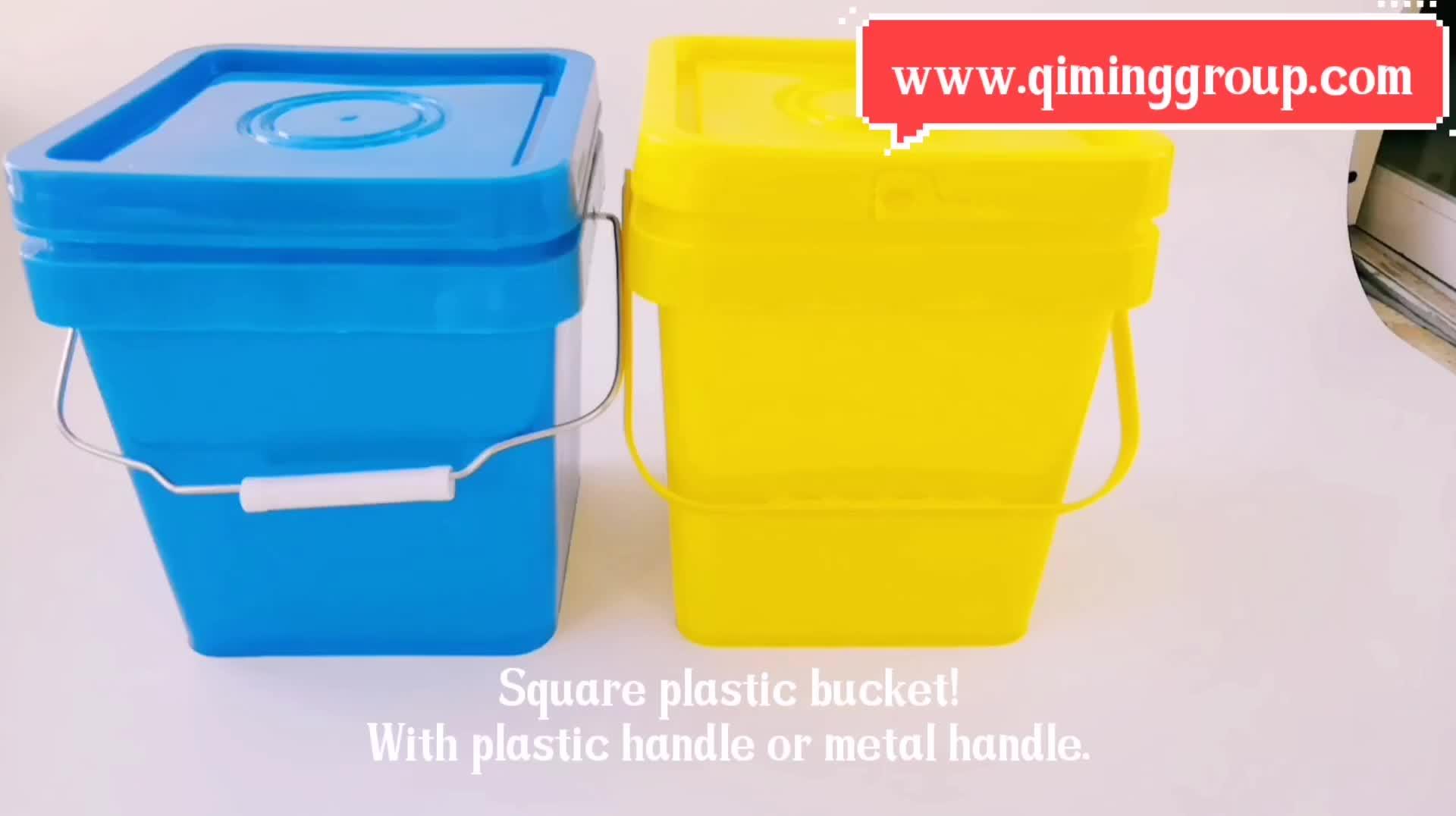 Quadratischer schwarzer Plastikeimer mit Lebensmittelqualität