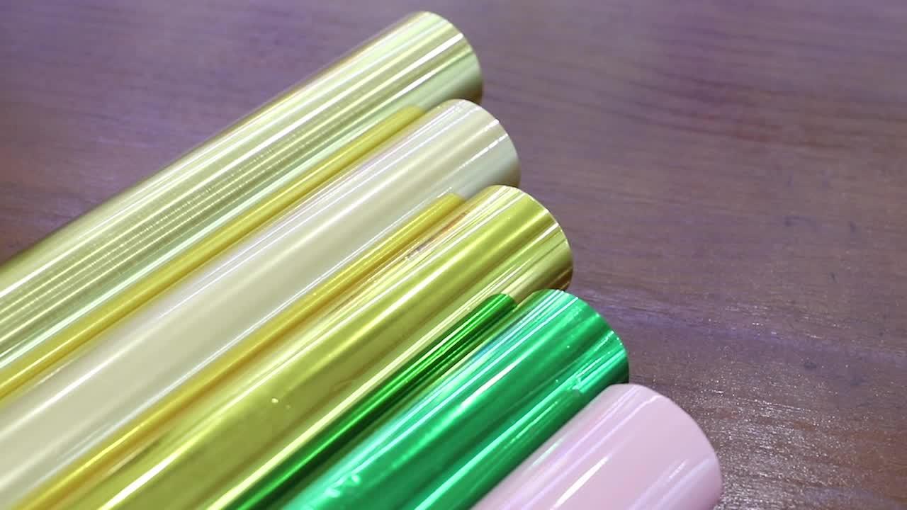 一般的なグリーン色ホットスタンピング箔プラスチックと紙