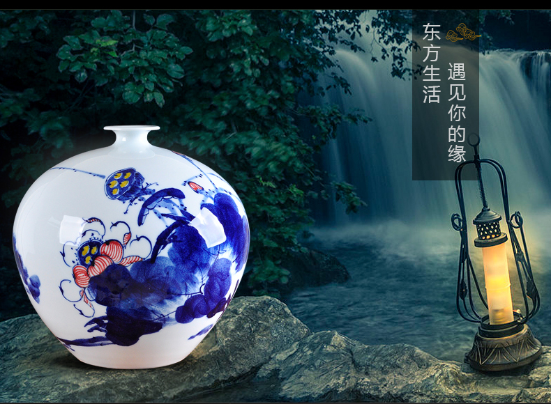 Creative hand made blue and white porcelain vase furnishing articles mesa of Chinese style restoring ancient ways is the sitting room decoration home decoration ceramics handicraft