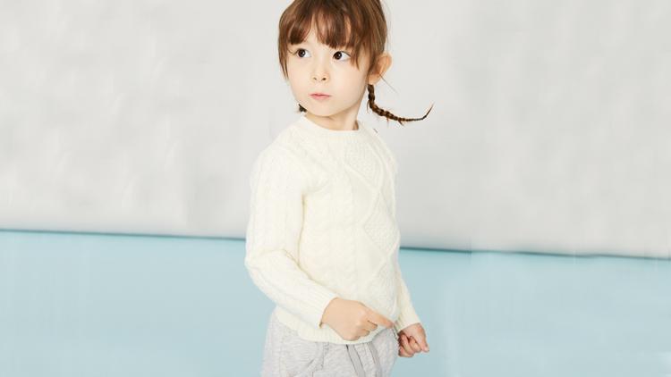 怎样选择纯色套头针织衫,穿着美观更时尚2