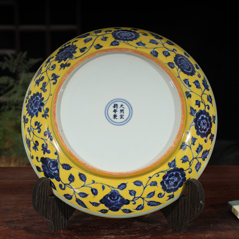 Jingdezhen yellow hand - made porcelain with a bunch of lotus flower porcelain plate elegant style decoration elegant yellow bottom plate