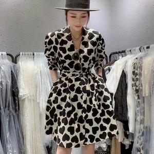 裙子女夏季2020新款欧货时尚气质v领爱心印花系带收腰显瘦连衣裙