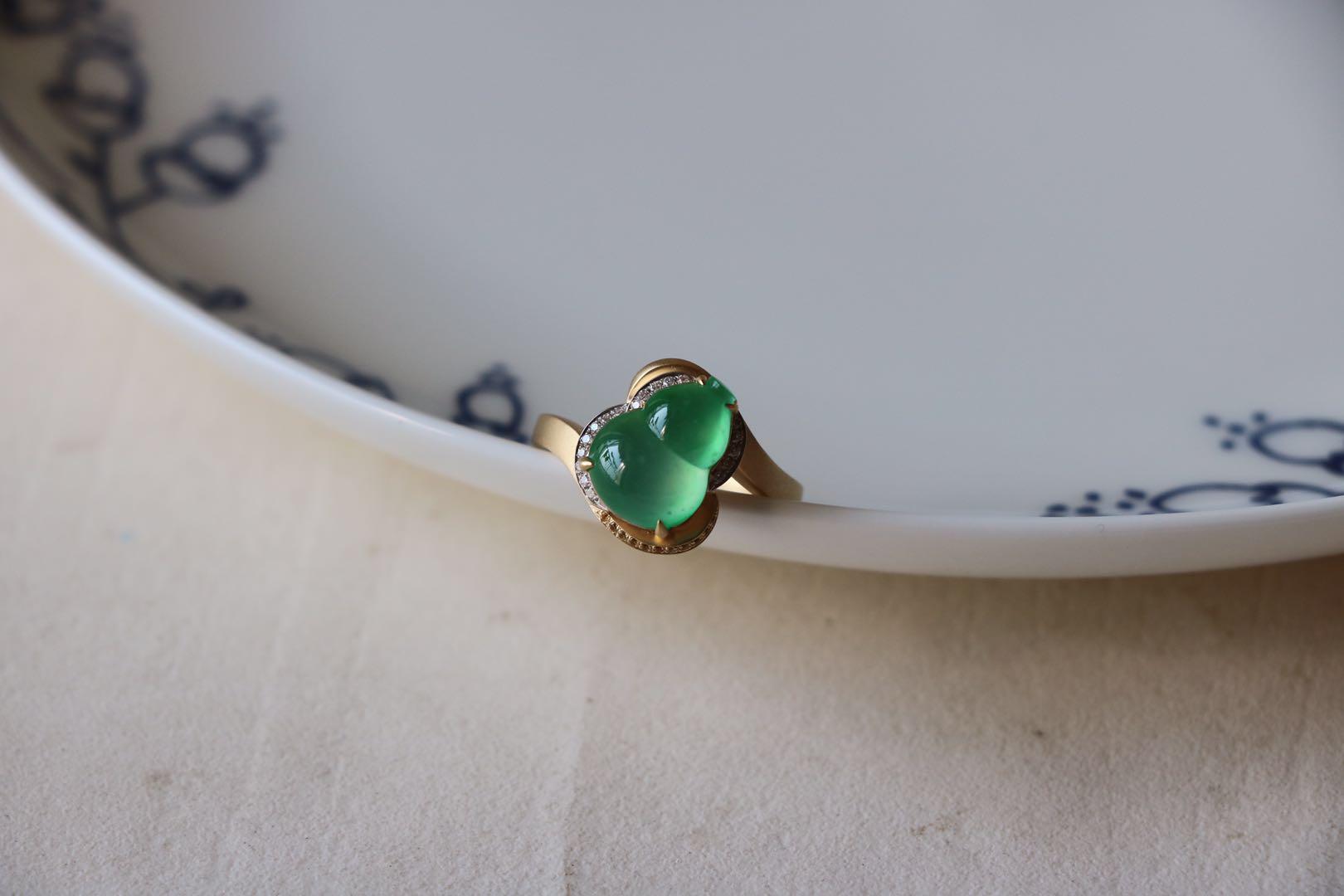 玻璃种木那蛋面葫芦镶嵌18k金戒指