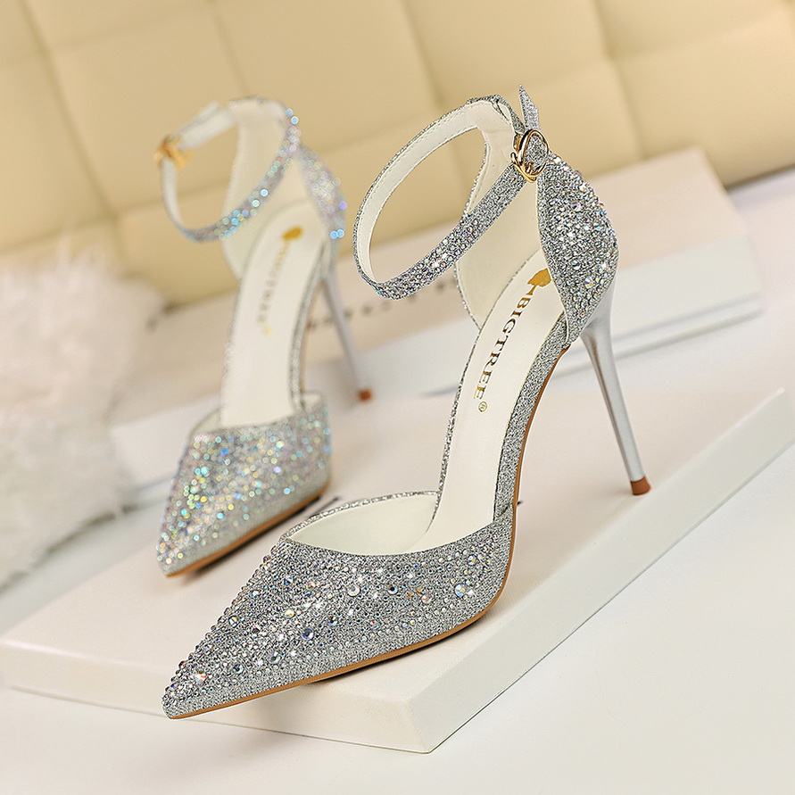 b4e76b02e93 2019 new summer Korean fashion diamond tip silver wedding shoes ...