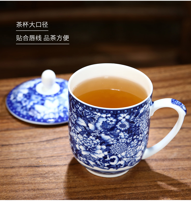Jingdezhen flower ceramic cups with cover office and glass tea cup of blue and white porcelain keller