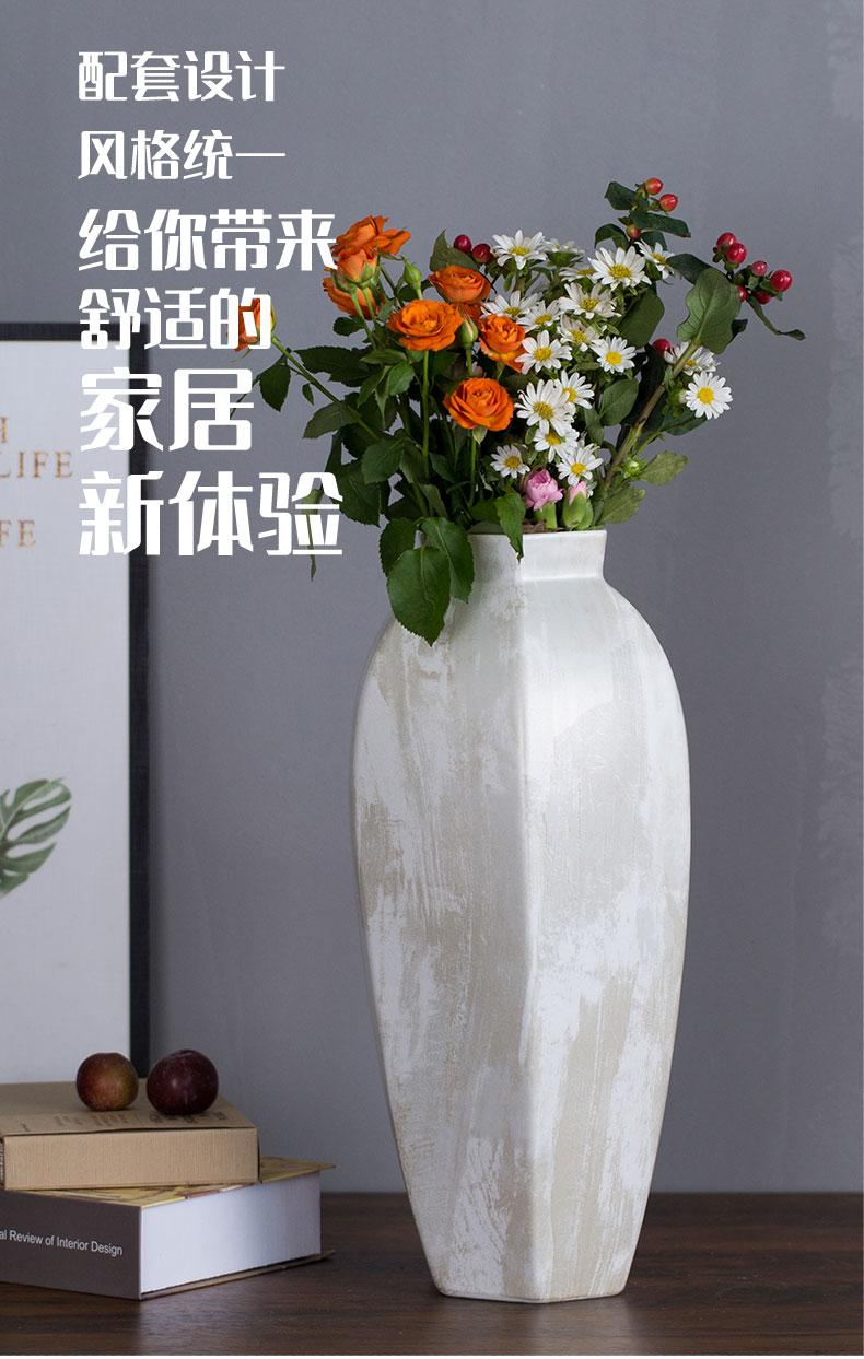 黑色和白色花器_15.jpg