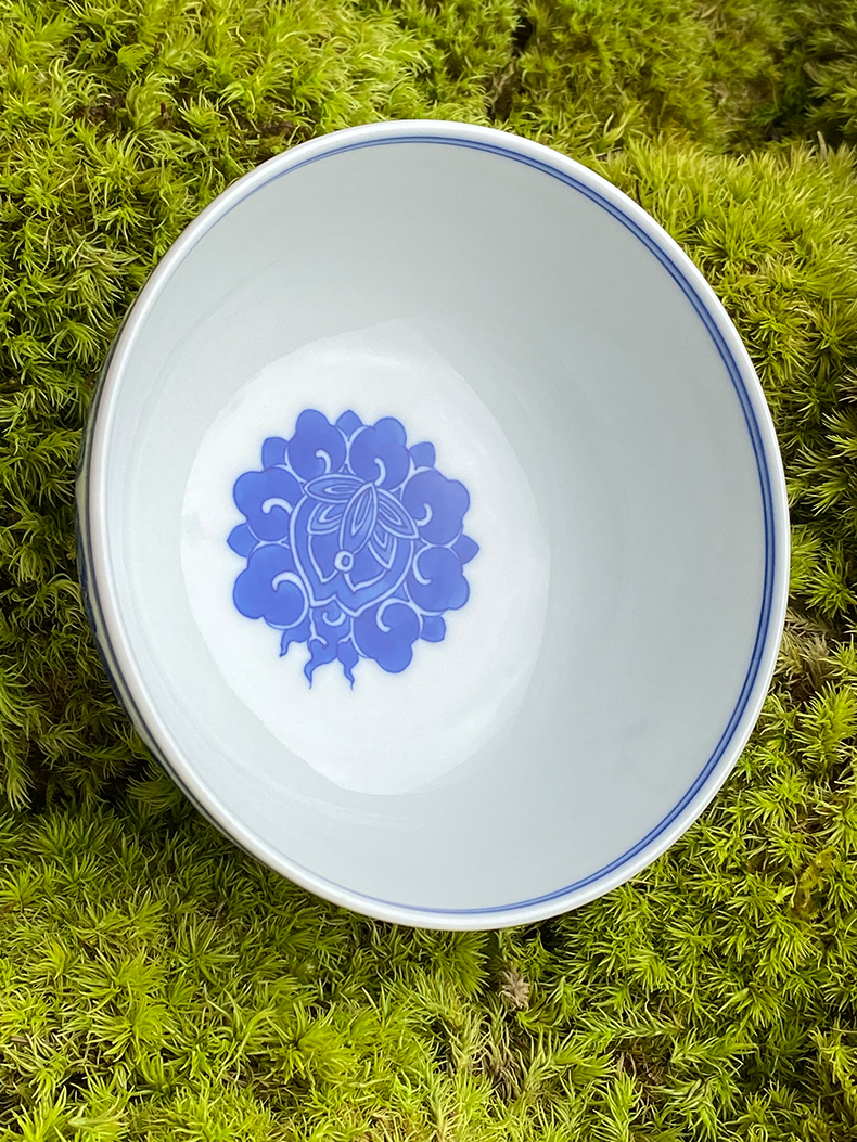 Jingdezhen spring auspicious jade Zou Jun up the system of eight new treasure phase model of blue and white flower painting of flat bowl