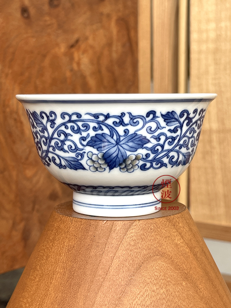 Jingdezhen lesser RuanDingRong made lesser collection model of blue and white grape grain youligong tangled branches bats cup drawing