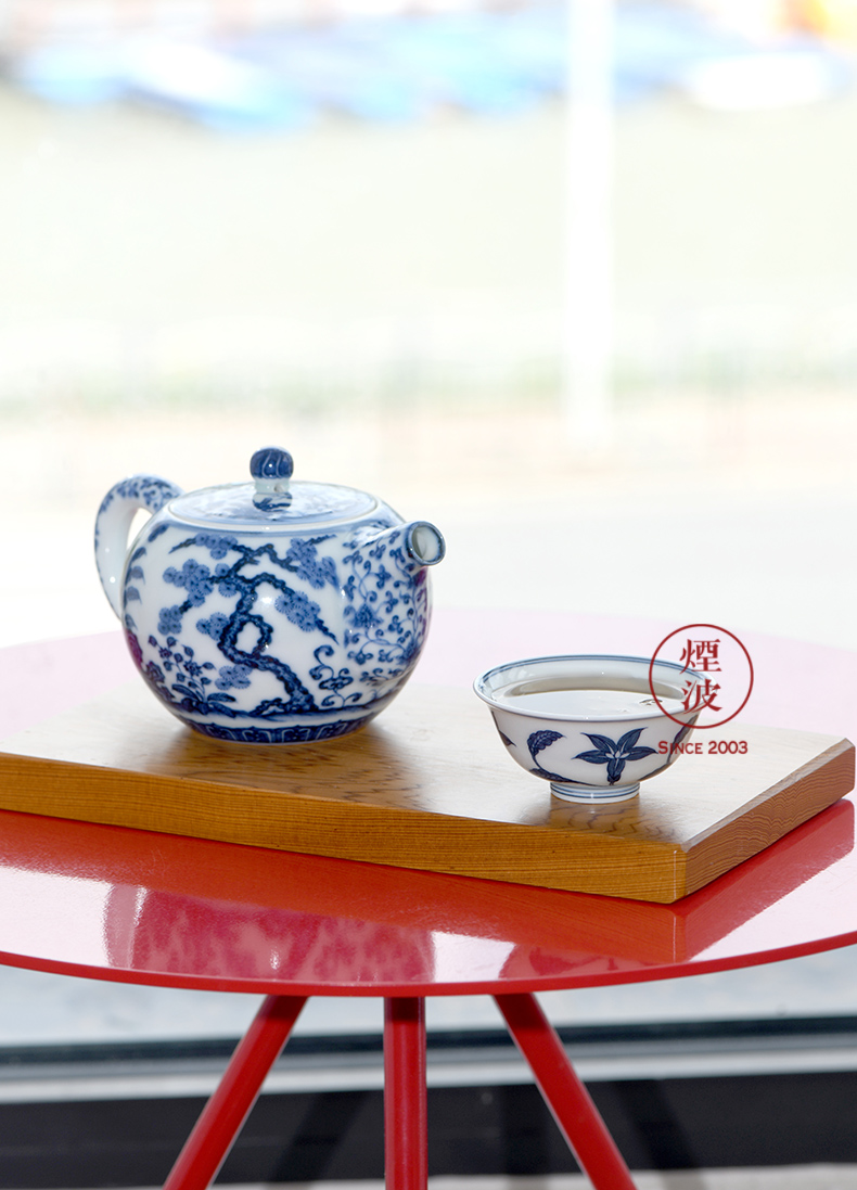 Jingdezhen spring auspicious jade Zou Jun up and imitation Ming blue and white tie up eight new system branch lilies painting sketch cup expressions using